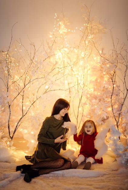 Giovane bella madre con bambino Foto Gratuite