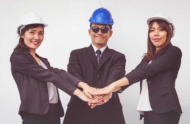 Giovane capo coordinatore per le mani. concetto di lavoro di squadra Foto Premium