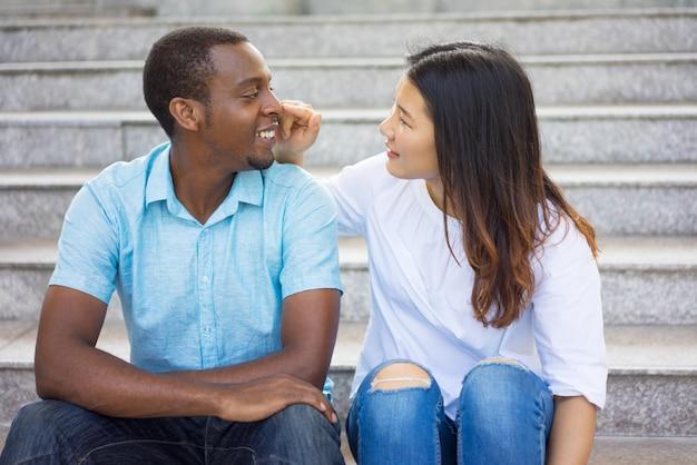 Interrazziale dating asiatico uomo Dating online brutto di persona