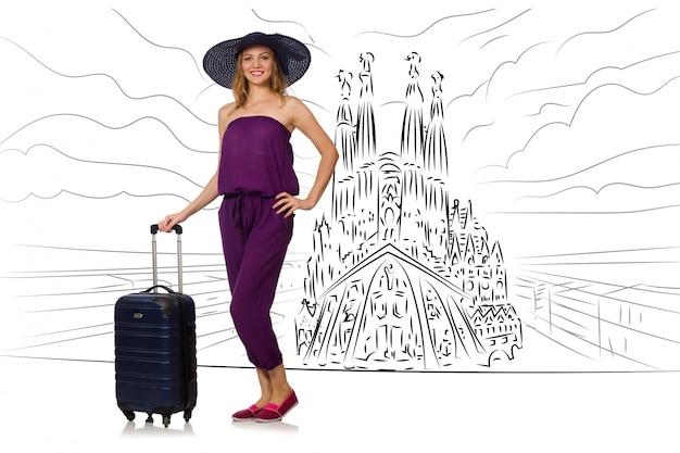 Giovane donna che viaggia in spagna per vedere la sagrada familia Foto Premium