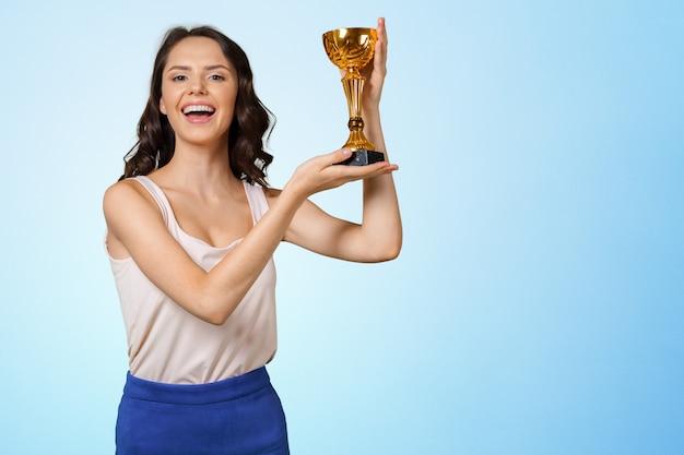 Giovane donna con tazza di sport Foto Premium