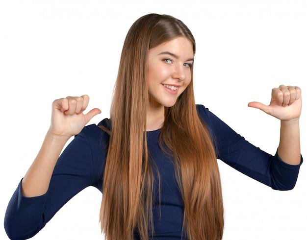 Giovane donna cool celebrando il segno Foto Premium