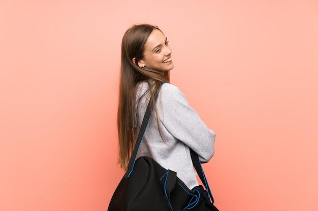 Giovane donna sportiva ridendo Foto Premium