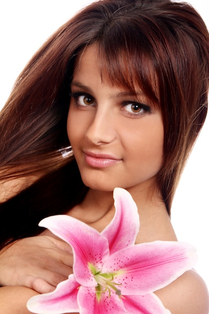 Giovane e bella donna con fiore di giglio Foto Gratuite