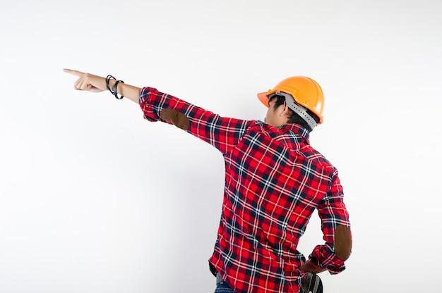 Giovane ingegnere che è determinato a svolgere il proprio lavoro con successo. foto per il tuo business Foto Premium