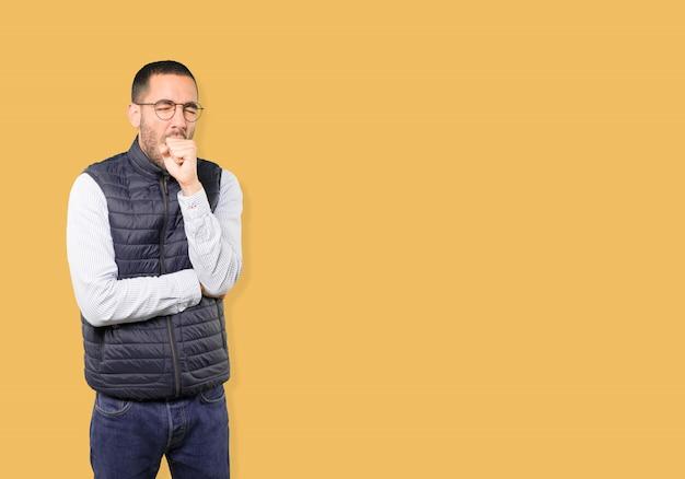 Giovane malato che tossisce Foto Premium