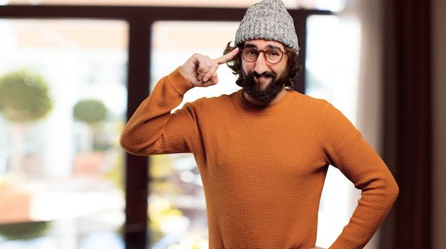 Giovane uomo barbuto che ha un'idea Foto Premium