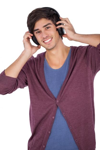 Giovane uomo con le cuffie  fb79305605ed