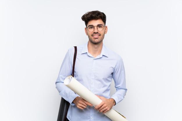 Giovane uomo dell'architetto sopra la risata bianca isolata Foto Premium