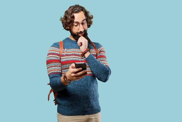 Giovane uomo hippie con uno smart phone Foto Premium