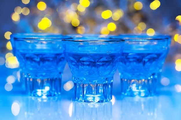 Gli adulti vanno in discoteca per bere alcolici e divertirsi Foto Gratuite