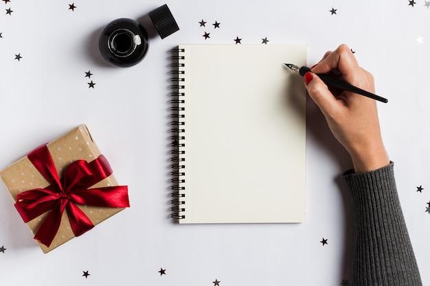 Gli obiettivi programmano i sogni fanno fare lista per la scrittura del concetto di natale del nuovo anno 2018 Foto Gratuite