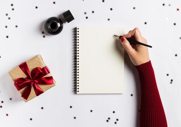 Gli obiettivi programmano i sogni fanno fare lista per la scrittura del concetto di natale del nuovo anno Foto Gratuite