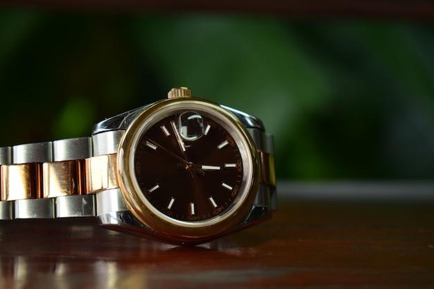 Gli orologi di lusso sono orologi che sono stati raccolti da molto tempo. Foto Premium