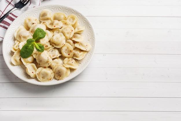 Gnocchi ripieni di carne, ravioli, gnocchi. Foto Premium
