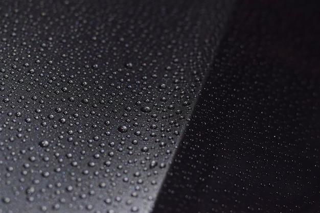 Gocce di pioggia sulla macchina Foto Premium