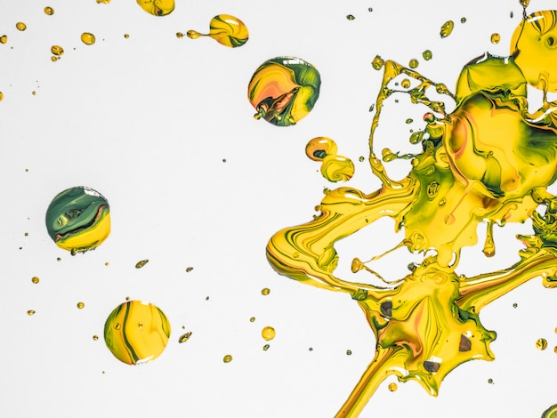 Gocce di vernice verde e gialla Foto Premium