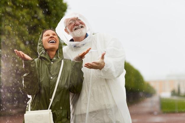 Godendo delle piogge Foto Gratuite