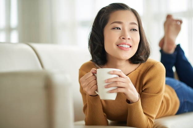 Godendo il caffè fresco Foto Gratuite
