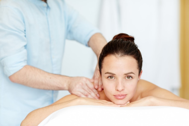 Godendo il massaggio Foto Gratuite