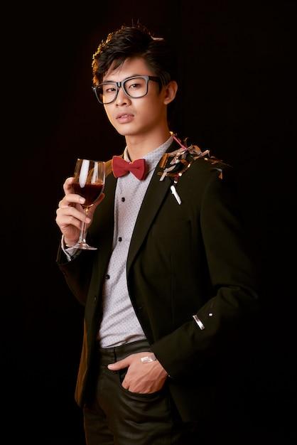 Godersi il vino alla festa Foto Gratuite