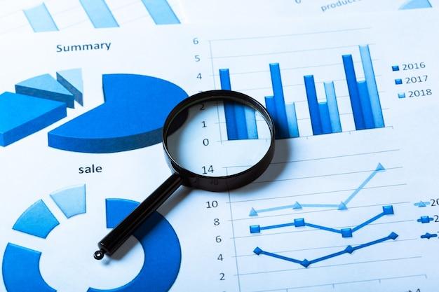 Grafici commerciali blu Foto Premium