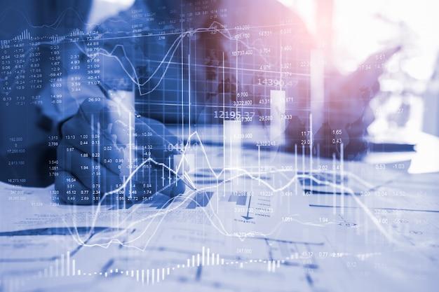 Grafico del mercato azionario o dei forex e grafico a candele adatti al concetto di investimento finanziario. Foto Premium