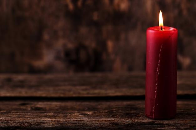 Grande candela rossa Foto Gratuite