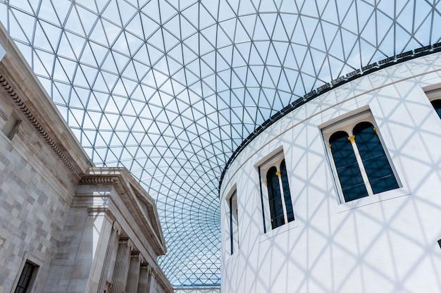 Grande corte del museo britannico Foto Premium