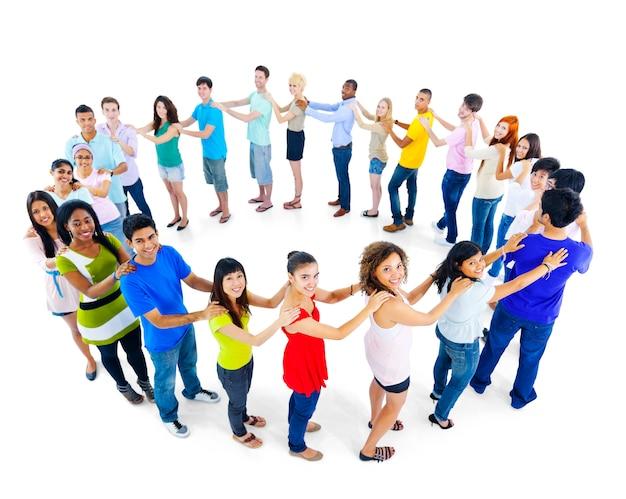 Grande gruppo di persone che stanno concetto di lavoro di squadra del cerchio Foto Gratuite