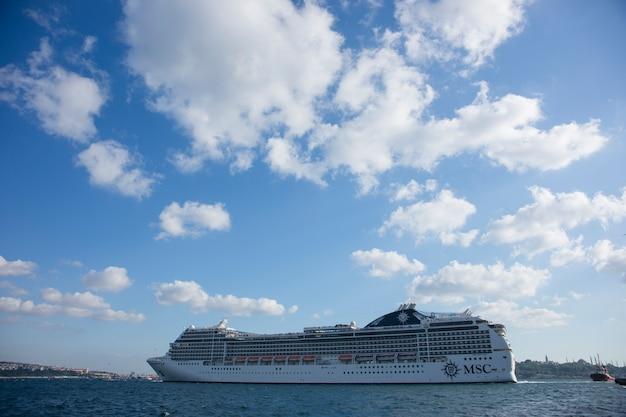 Grande nave da crociera di viaggio Foto Gratuite