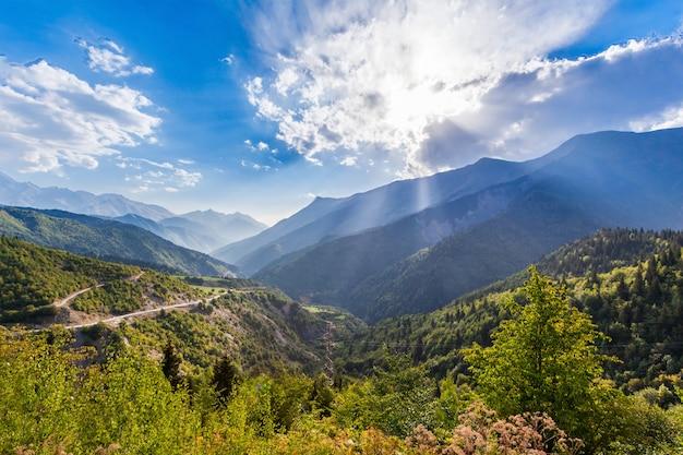 Grandi montagne del caucaso Foto Premium