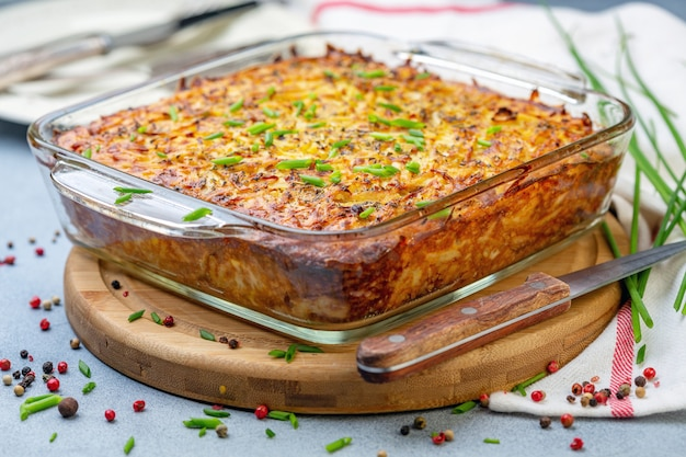 Gratin tradizionale di patate kugel Foto Premium