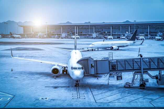 Grembiule e terminal dell'aeroporto Foto Premium