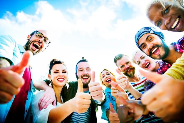 Gruppo di amici diversi Foto Premium