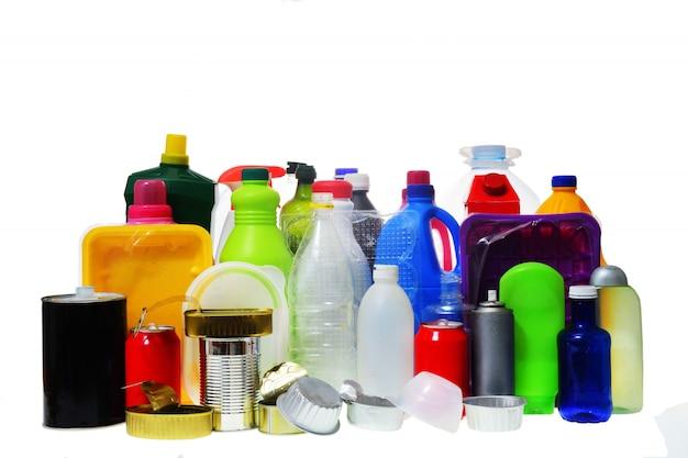 Gruppo di contenitori in plastica e metallo Foto Premium