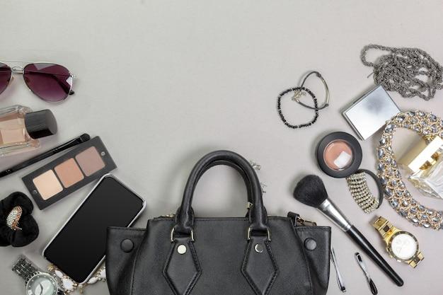 Guarda le cose sulle borse da donna Foto Premium