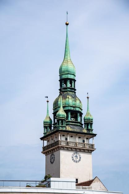 Guglia del municipio della città vecchia di brno, repubblica ceca Foto Premium