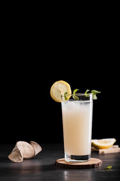 Gustosa bevanda alcolica con spazio di copia Foto Gratuite