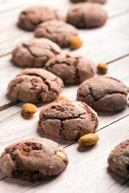 Gustosi biscotti al cioccolato al forno Foto Premium