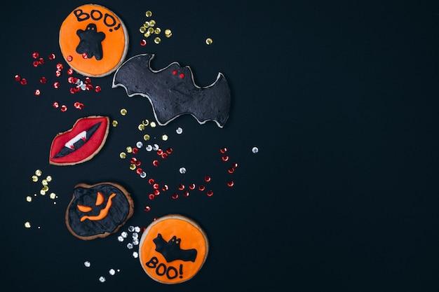 Halloween ha decorato i biscotti fatti in casa allo zenzero Foto Gratuite