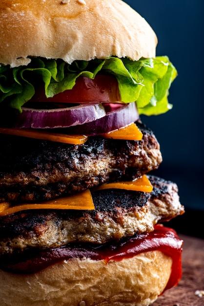 Hamburger doppio di carne Foto Premium