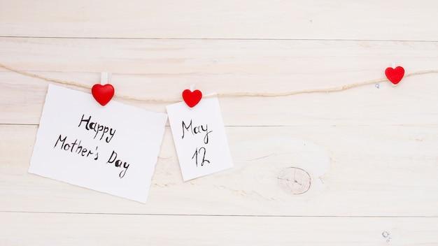 Happy mothers day e 12 maggio iscrizioni appuntate alla corda Foto Gratuite