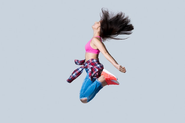 Hip-hop ballerino che salta Foto Gratuite