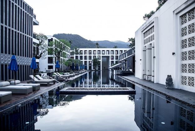 Hotel con piscina Foto Gratuite