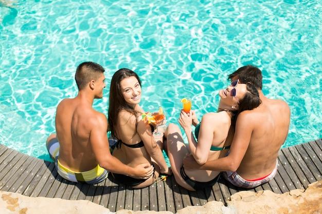 I giovani in piscina Foto Premium