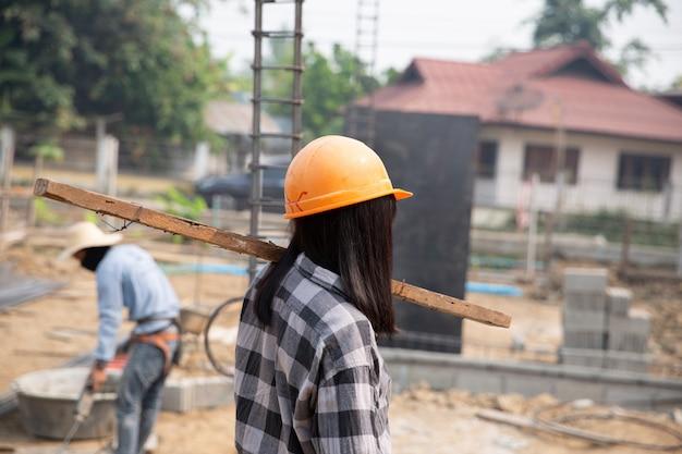 I muratori costruiscono nuove case Foto Gratuite