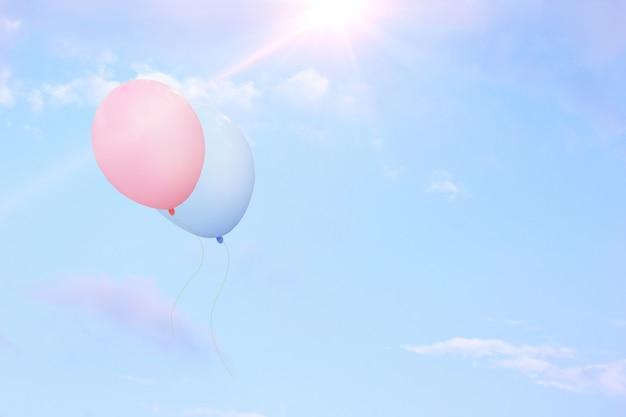 I palloncini galleggiano nel cielo. Foto Premium
