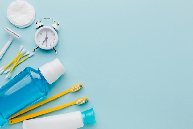 I prodotti per la pulizia dentale copiano lo spazio Foto Gratuite