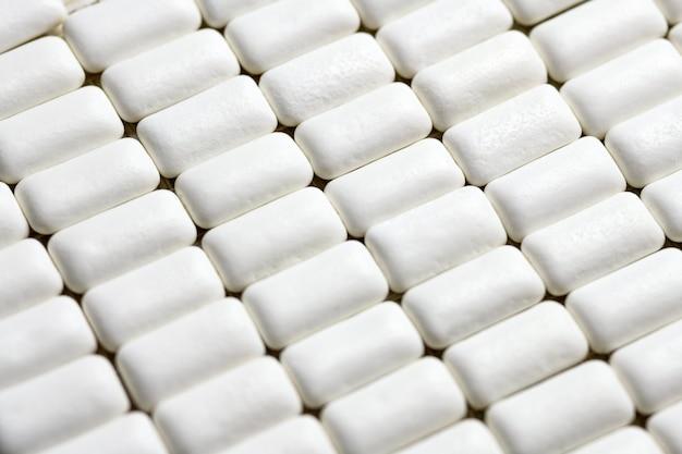 I rilievi della gomma da masticare si chiudono su. igiene orale e denti proteggono dalla carie Foto Premium